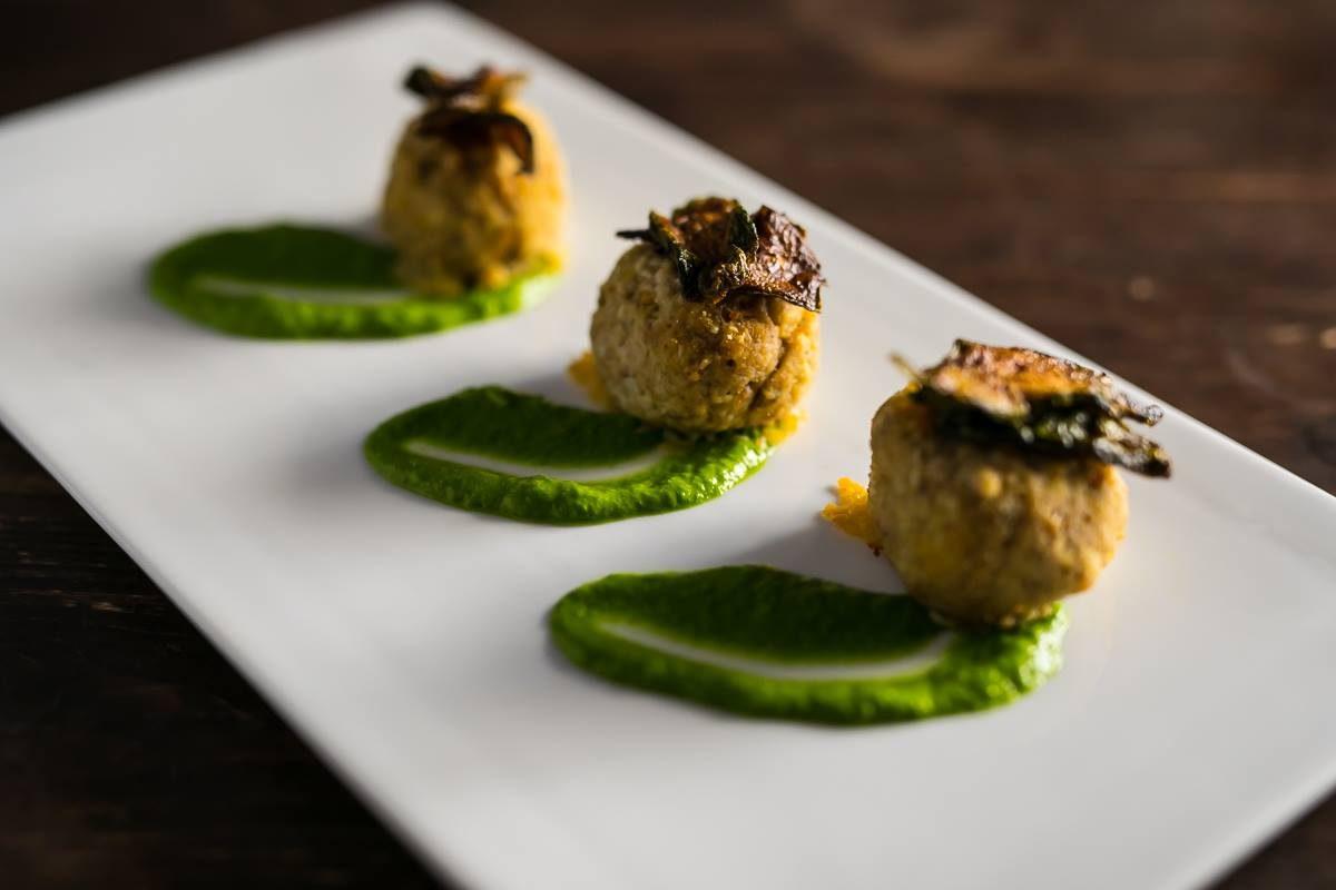 A cena in un ristorante gourmet per salvare l'arte italiana