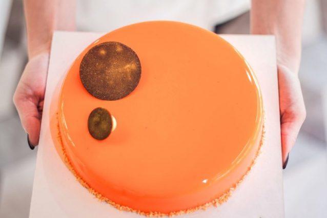 Party dalla base: quando la torta si compone direttamente sul web
