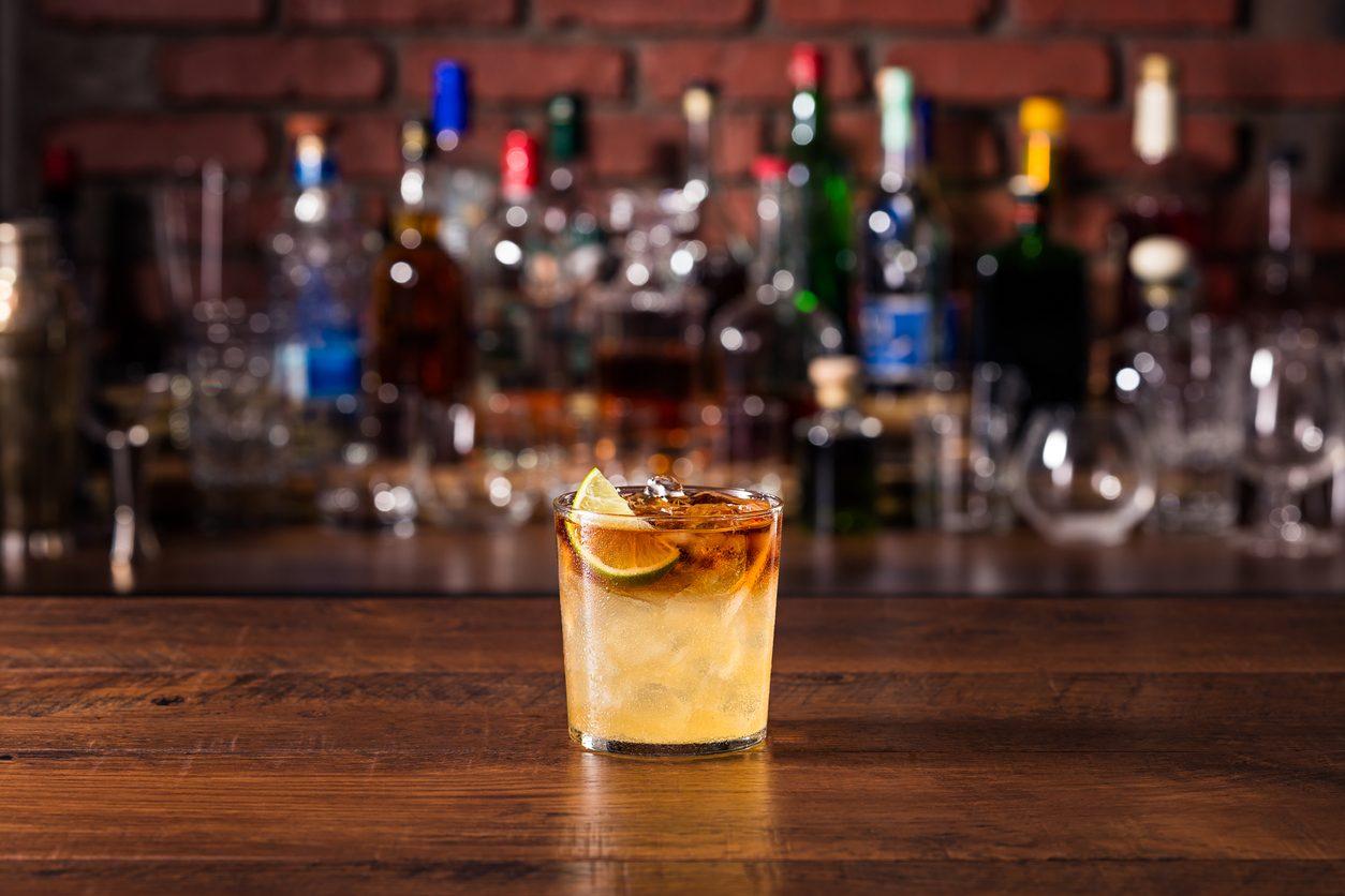 Cocktail in casa, gli errori da evitare per farli come un vero barman