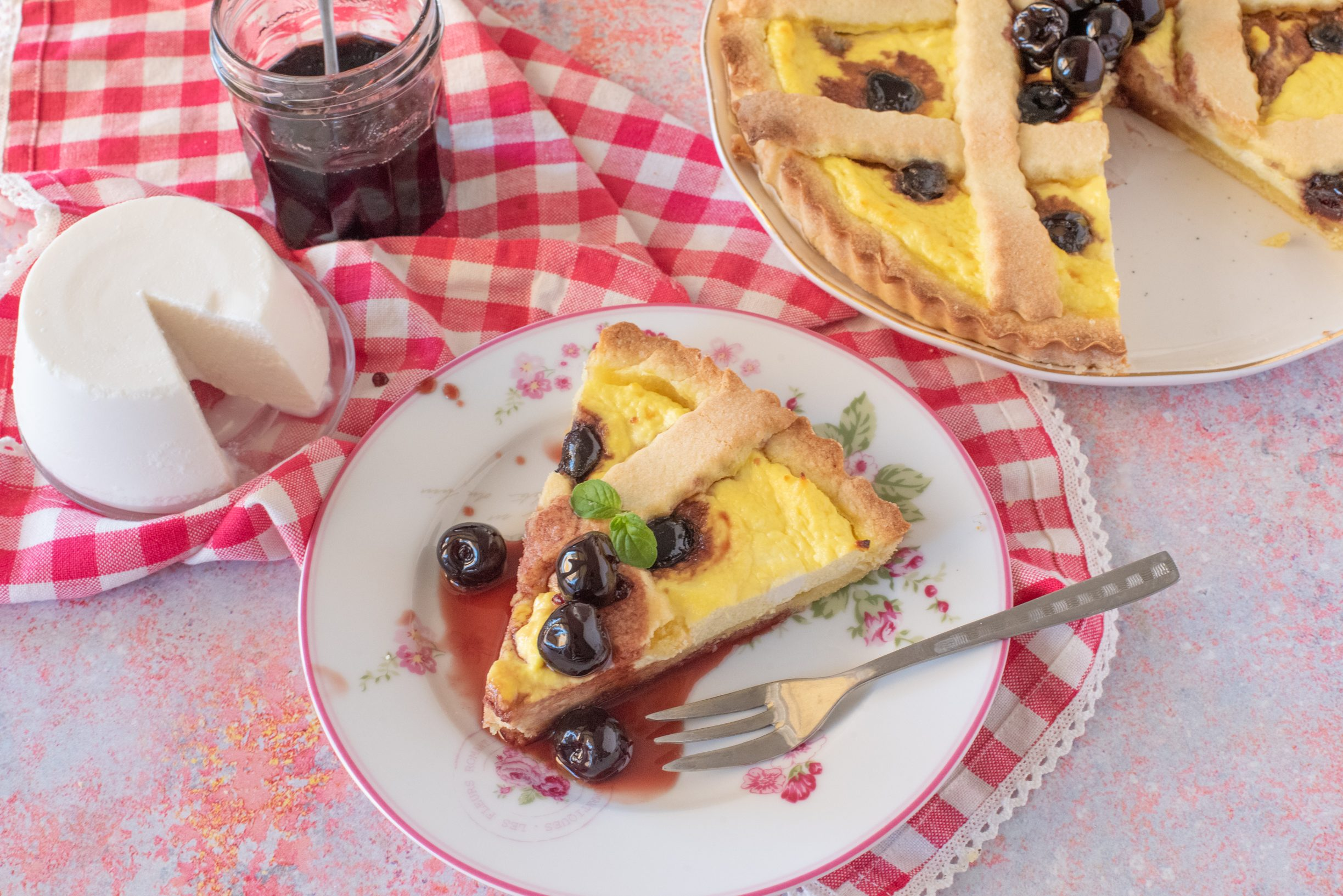 Crostata ricotta e amarene: la ricetta del dolce della tradizione ricco e goloso