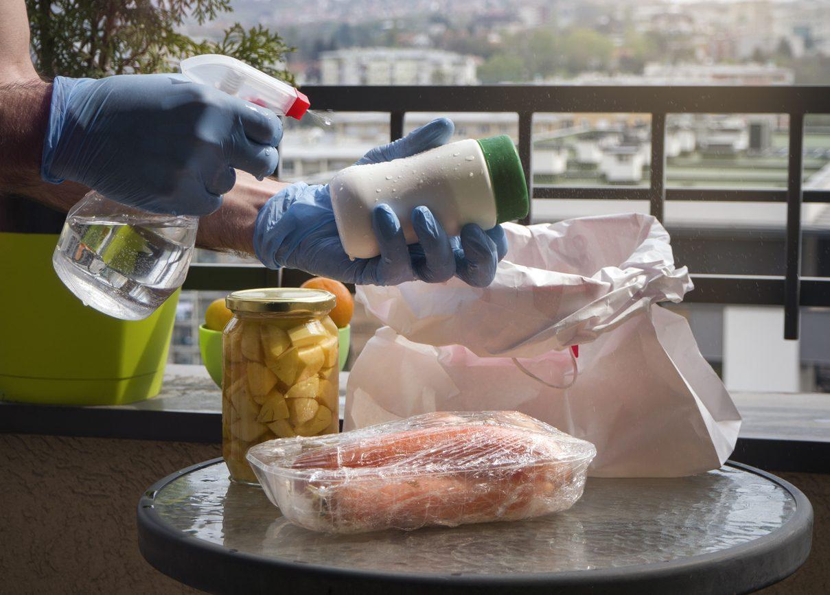 Disinfettare la spesa: consigli e trucchi per farlo in sicurezza