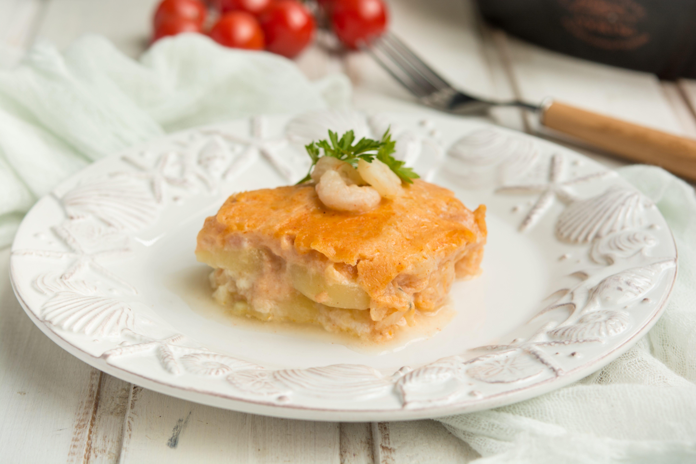 Gratin di gamberi e patate: la ricetta del secondo piatto elegante e goloso