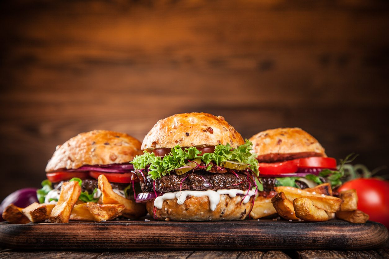 Come cucinare l'hamburger perfetto: trucchi e consigli per farlo a regola d'arte