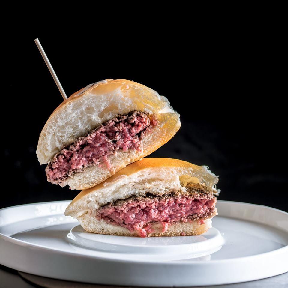 La Guida Michelin vuole assegnare le Stelle a take away e hamburger ma dimentica la pizza