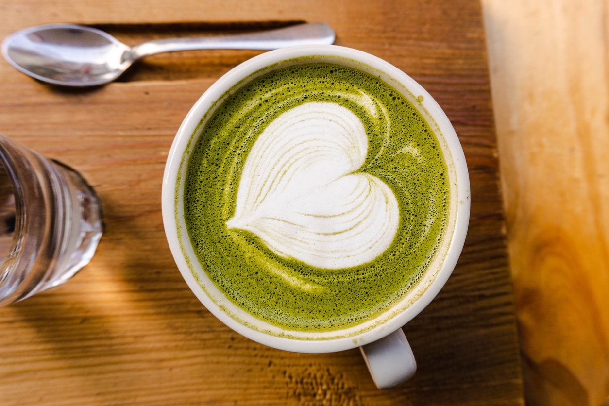 Alternative al caffè: 10 bevande senza caffeina benefiche ed energizzanti
