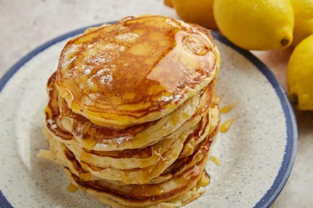 Pancakes ricotta e limone: la ricetta soffice e fresca, perfetta per la colazione estiva