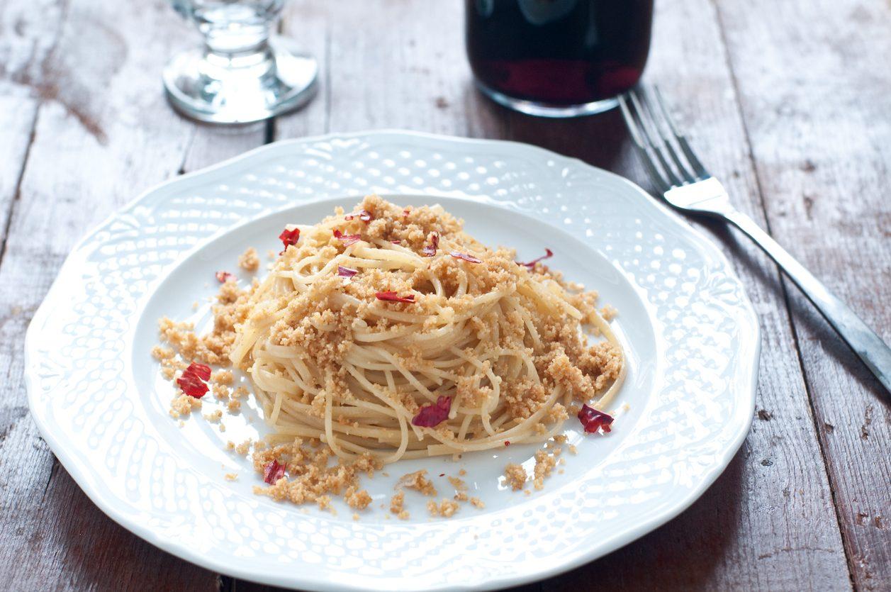 Pasta piccantina con le briciole: la ricetta siciliana salvacena
