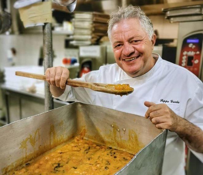 La pasta patate e provola in versione estiva e antispreco dello chef Peppe Guida