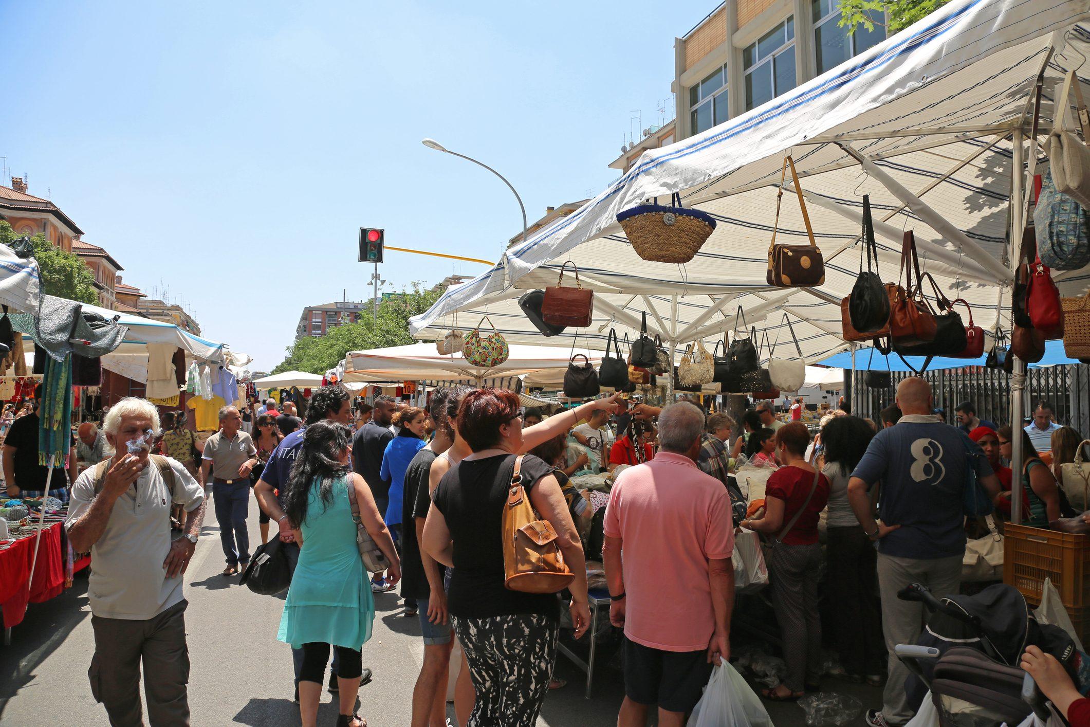 A Roma il mercato storico di Porta Portese a rischio chiusura