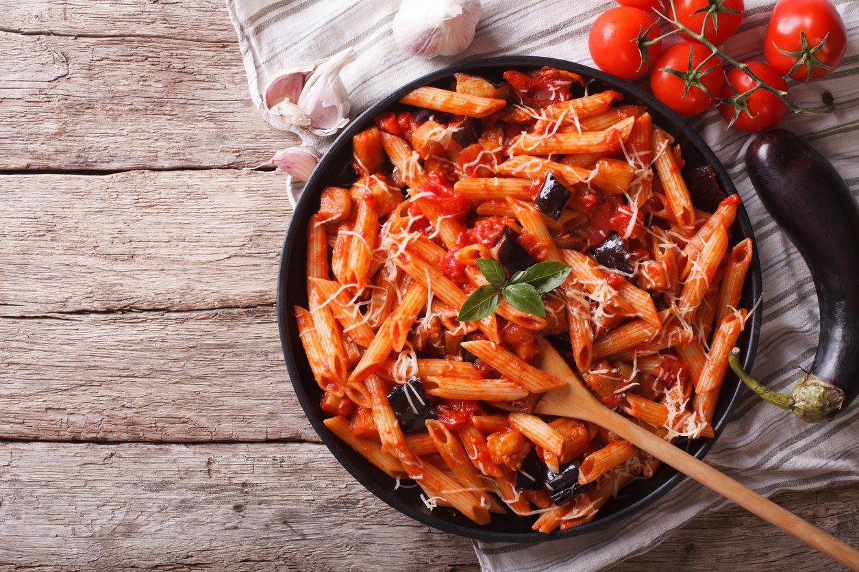 Primi piatti con le melanzane: 7 ricette facili e gustose da sperimentare a casa