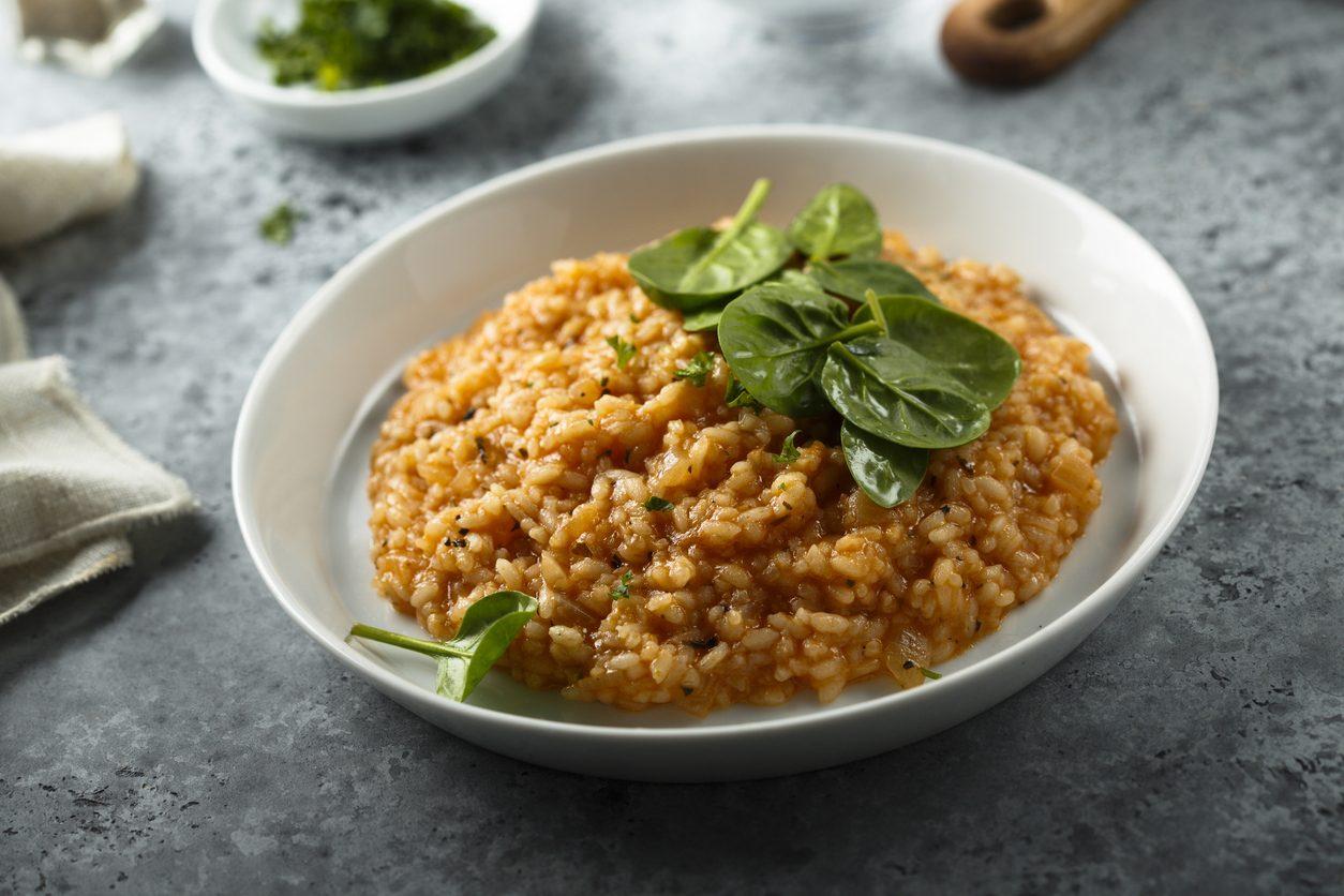Risotto al ragù: la ricetta per un primo piatto rustico e saporito