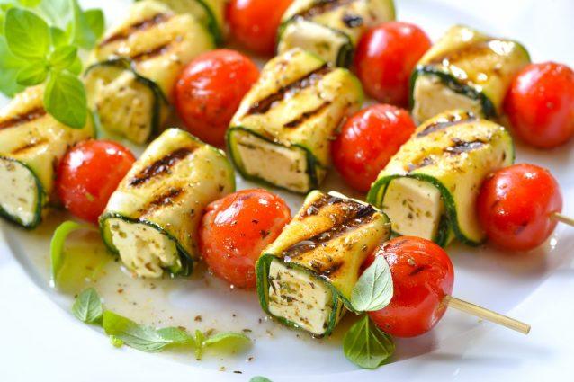 Ricetta Verdure Sfiziose.Spiedini Di Zucchine La Ricetta Sfiziosa Per Pranzi Veloci