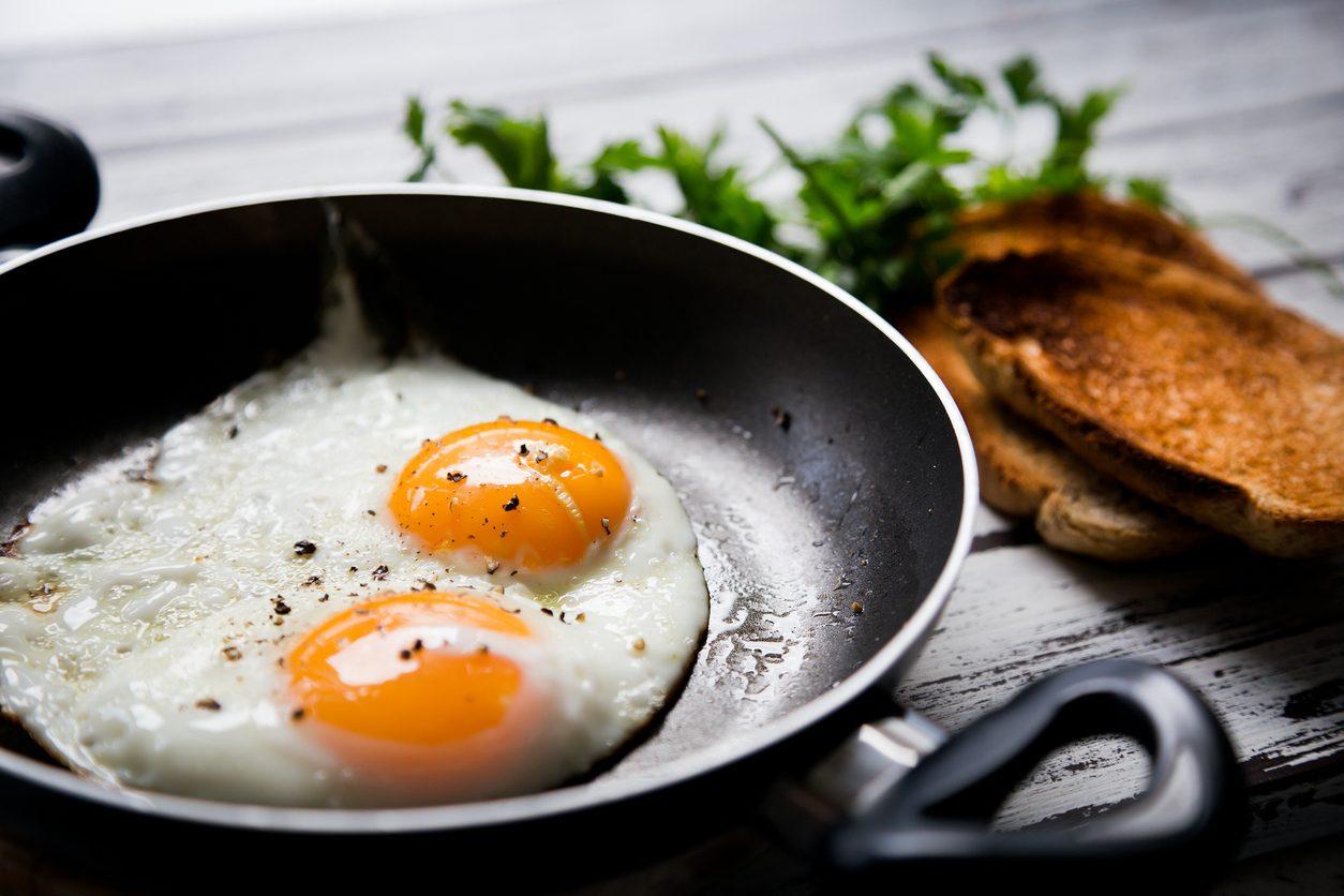 Uova fritte: la ricetta per farle senza errori