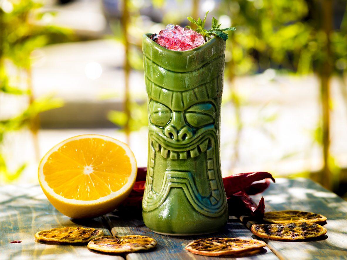 Zombie cocktail: la ricetta del più famoso Tiki drink esotico
