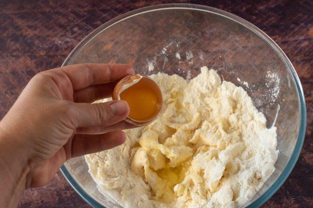 crostatine alle mandorle con crema di birra