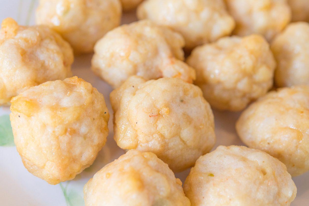 Frittelle di gamberi: la ricetta dell'antipasto di pesce veloce e sfizioso