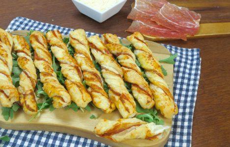 Grissini al prosciutto: la ricetta degli stuzzichini deliziosi pronti in 5 minuti
