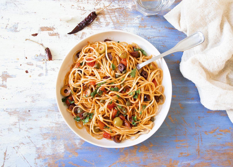 Pasta alla vesuviana: la ricetta del primo piatto veloce dal sapore mediterraneo