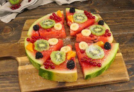 Pizza di anguria: la ricetta del dessert fresco e originale