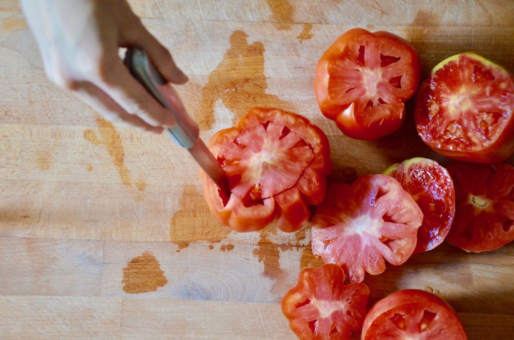 Pomodori_ripieni_di_farro_2_svuotare pomodori
