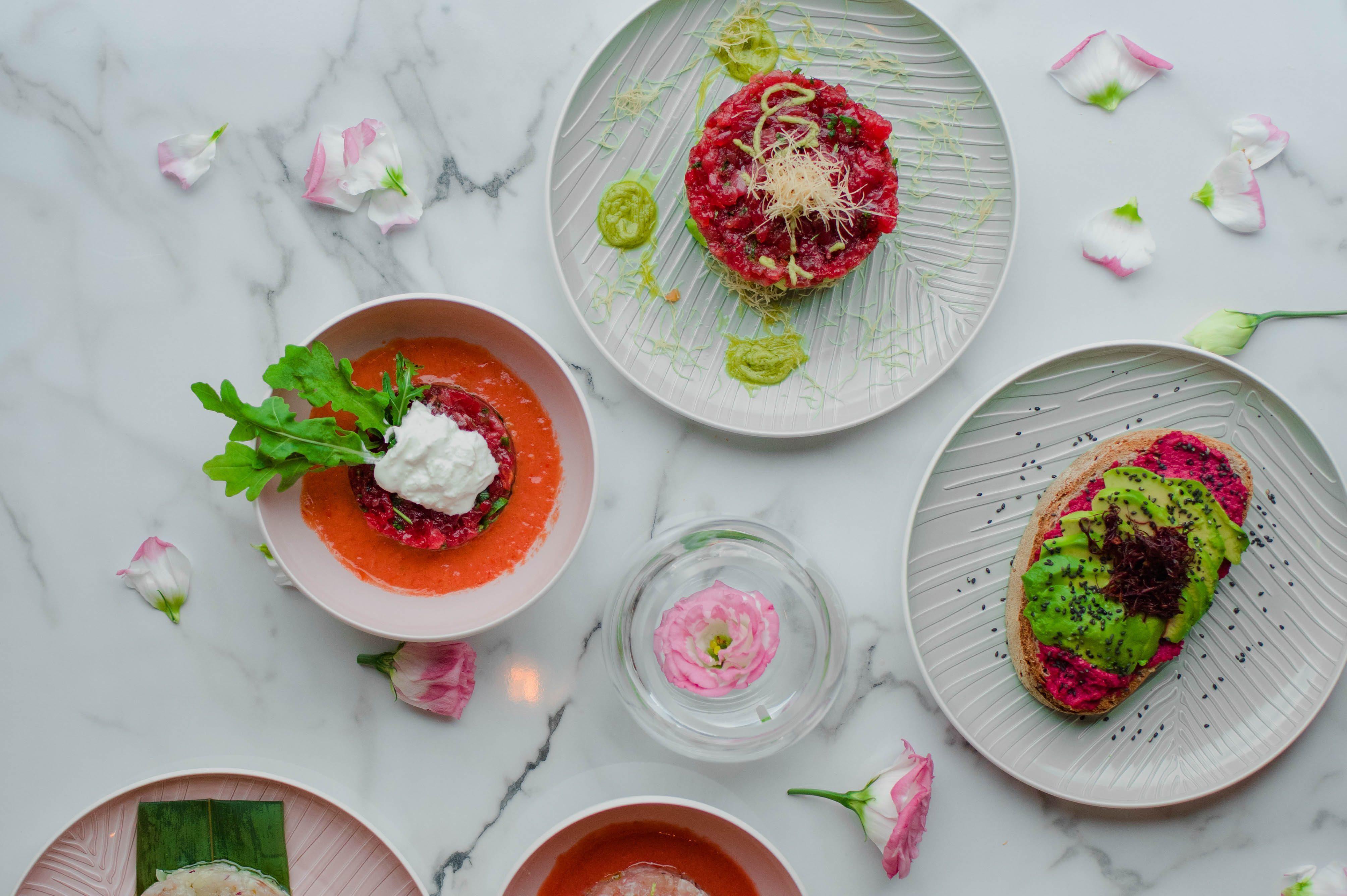 Rose Tartare Bar: ecco com'è il bistrot tutto in rosa che ha aperto a Roma