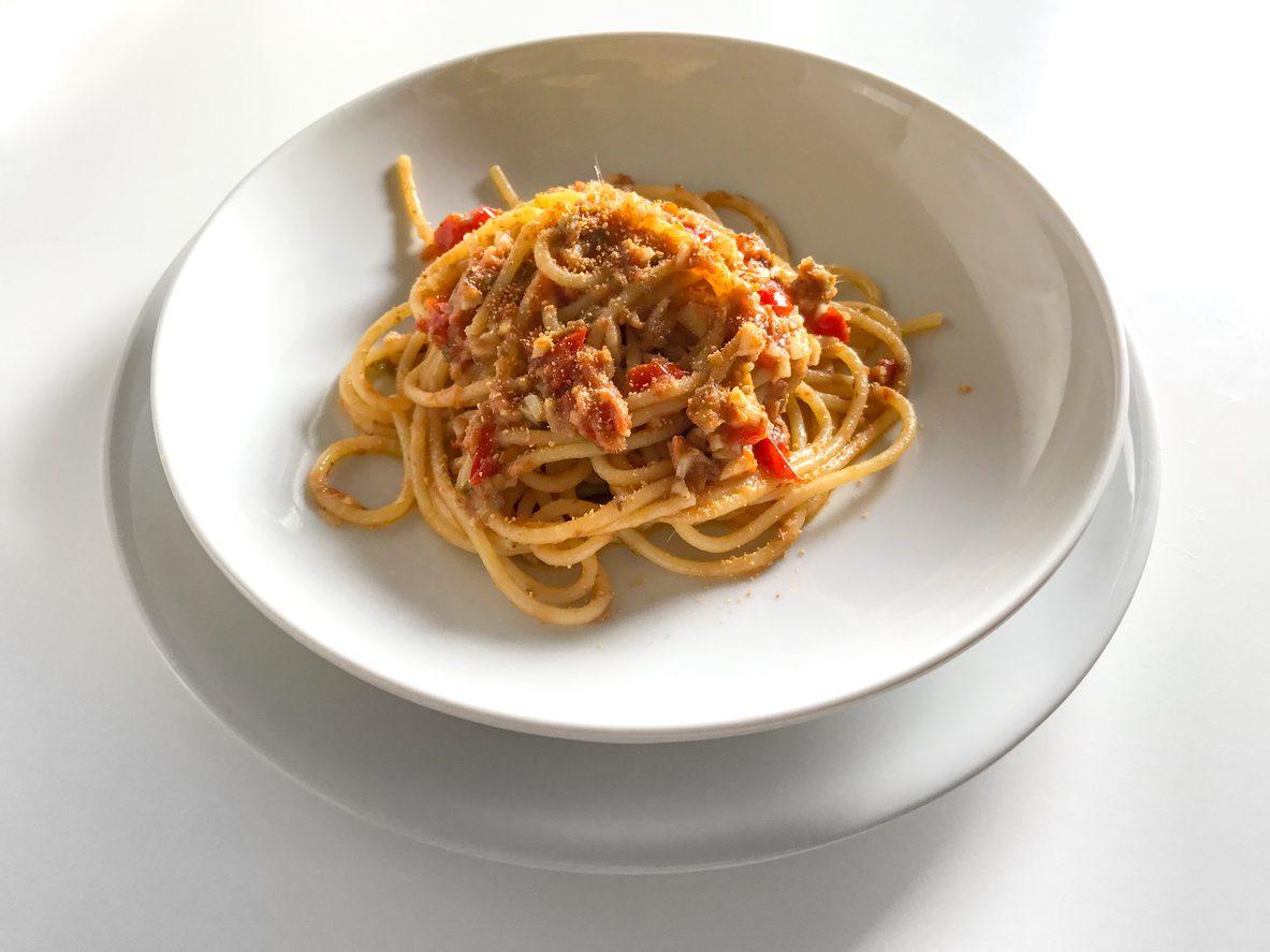 Spaghetti alla pantesca: la ricetta del primo piatto tipico dell'isola di Pantelleria