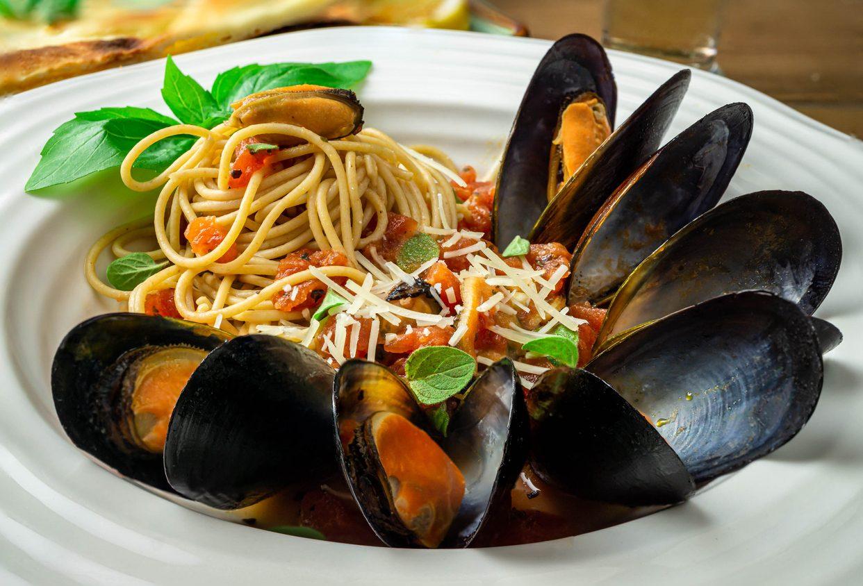 Spaghetti alla tarantina: la ricetta della pasta con le cozze tipica della cucina pugliese