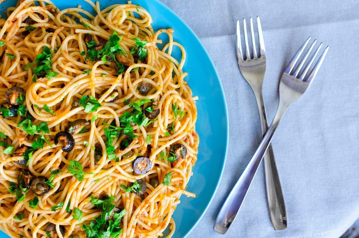 Spaghetti poveri: la ricetta del primo piatto semplice e veloce