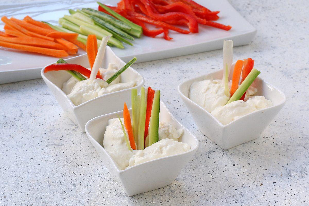 Spuma di caprino con verdure: la ricetta dell'appetizer stuzzicante e fresco