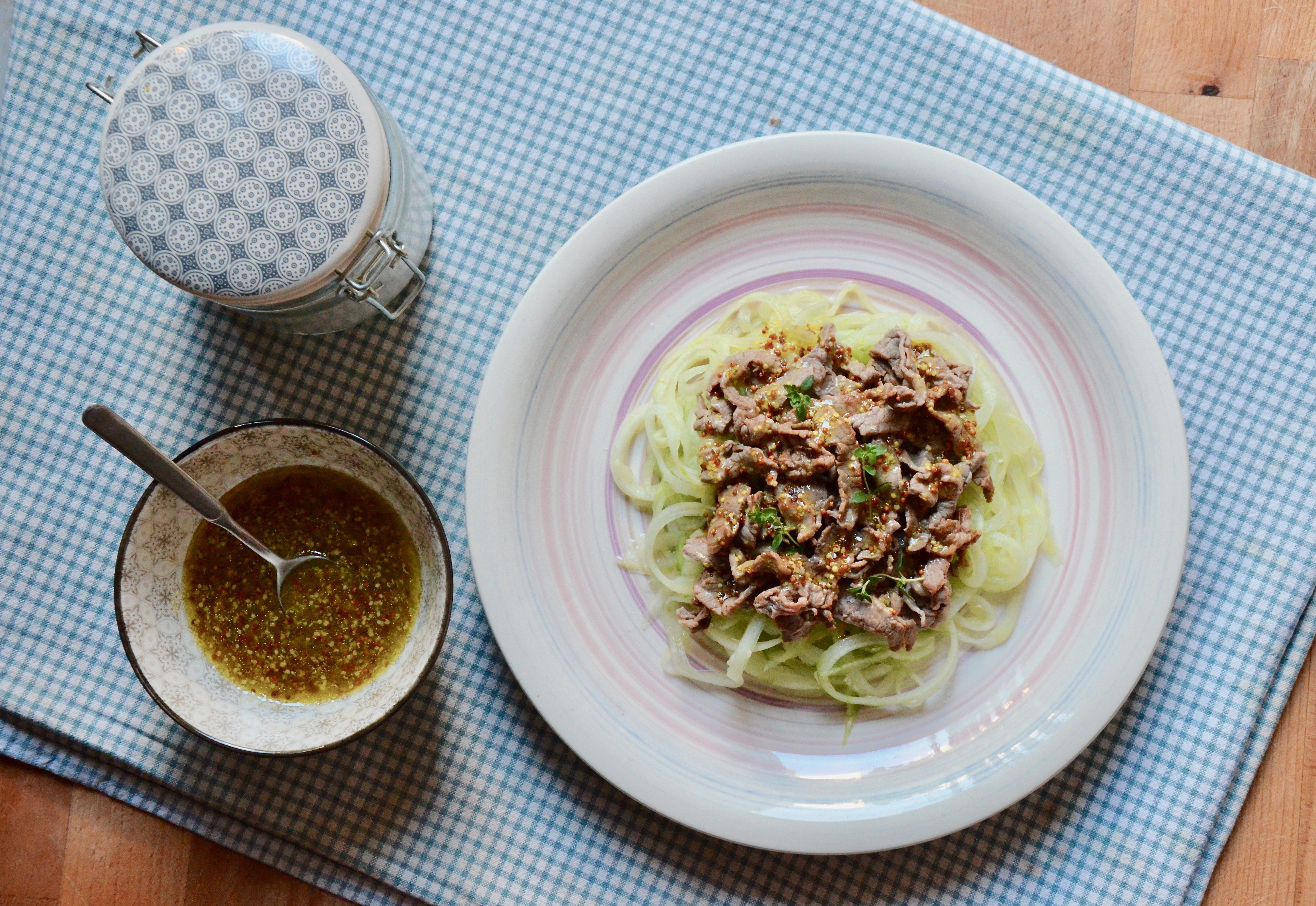 Straccetti di manzo con i cetrioli: la ricetta del secondo piatto fresco e super veloce