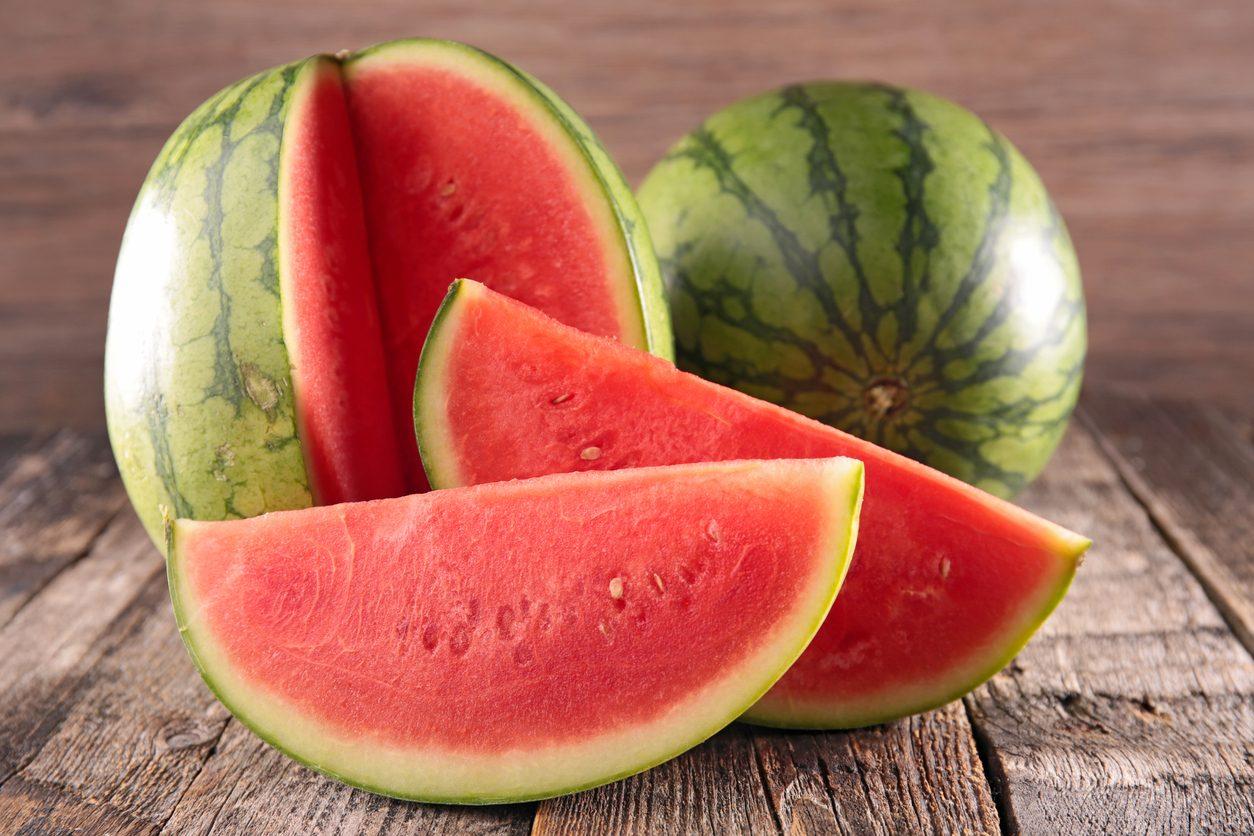 Come riconoscere se l'anguria è matura: 5 trucchi per comprare il frutto giusto