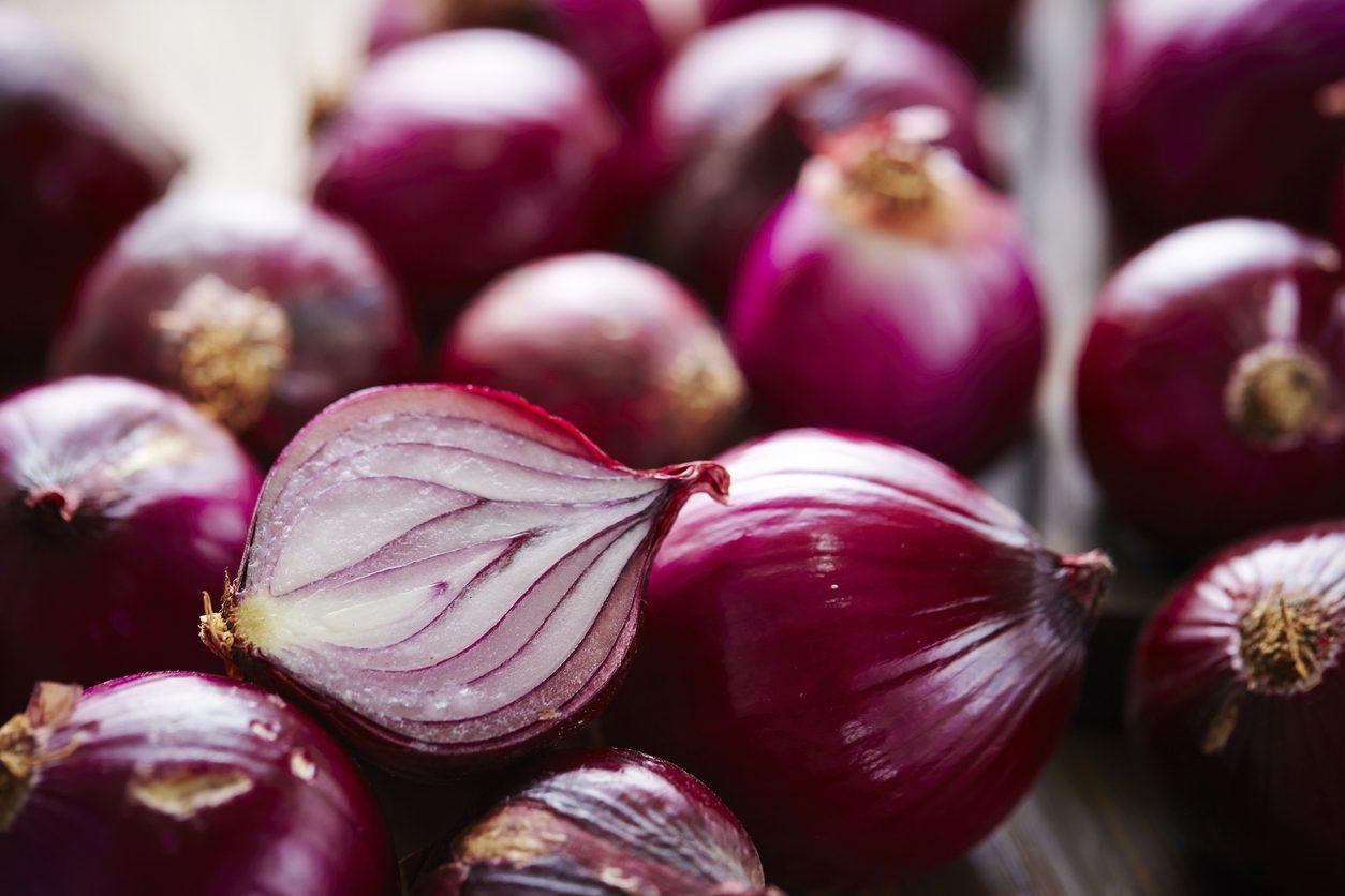 Cipolla rossa: varietà, proprietà e le migliori ricette per usarla in cucina