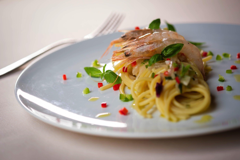 Lo chef stellato che cucina con lo spiedo: Baldissarutti cambia ristorante, non filosofia