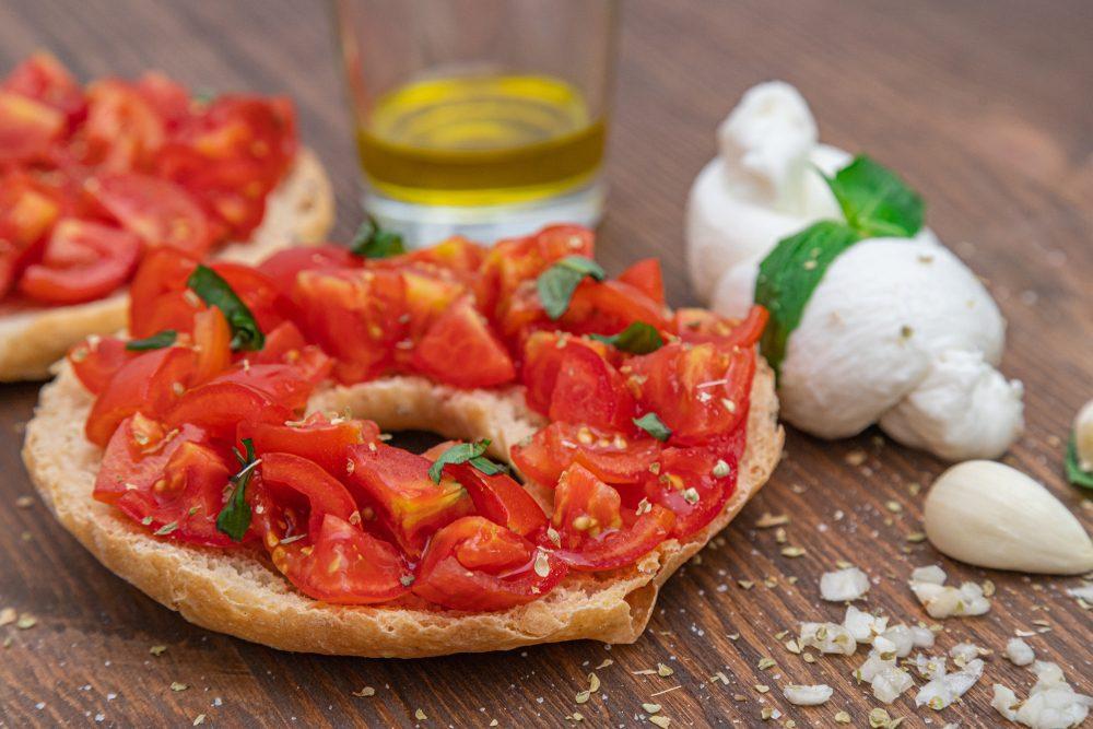 Friselle integrali: la ricetta tradizionale pugliese e come condirle in modo gustoso