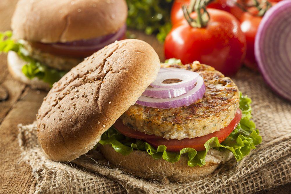 Hamburger di bulgur: la ricetta del piatto vegano gustoso e leggero