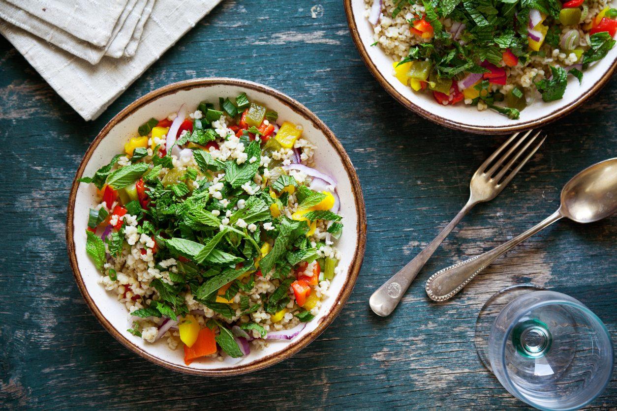 Insalate di cereali: 9 ricette fresche e stuzzicanti da portare al mare o al lavoro