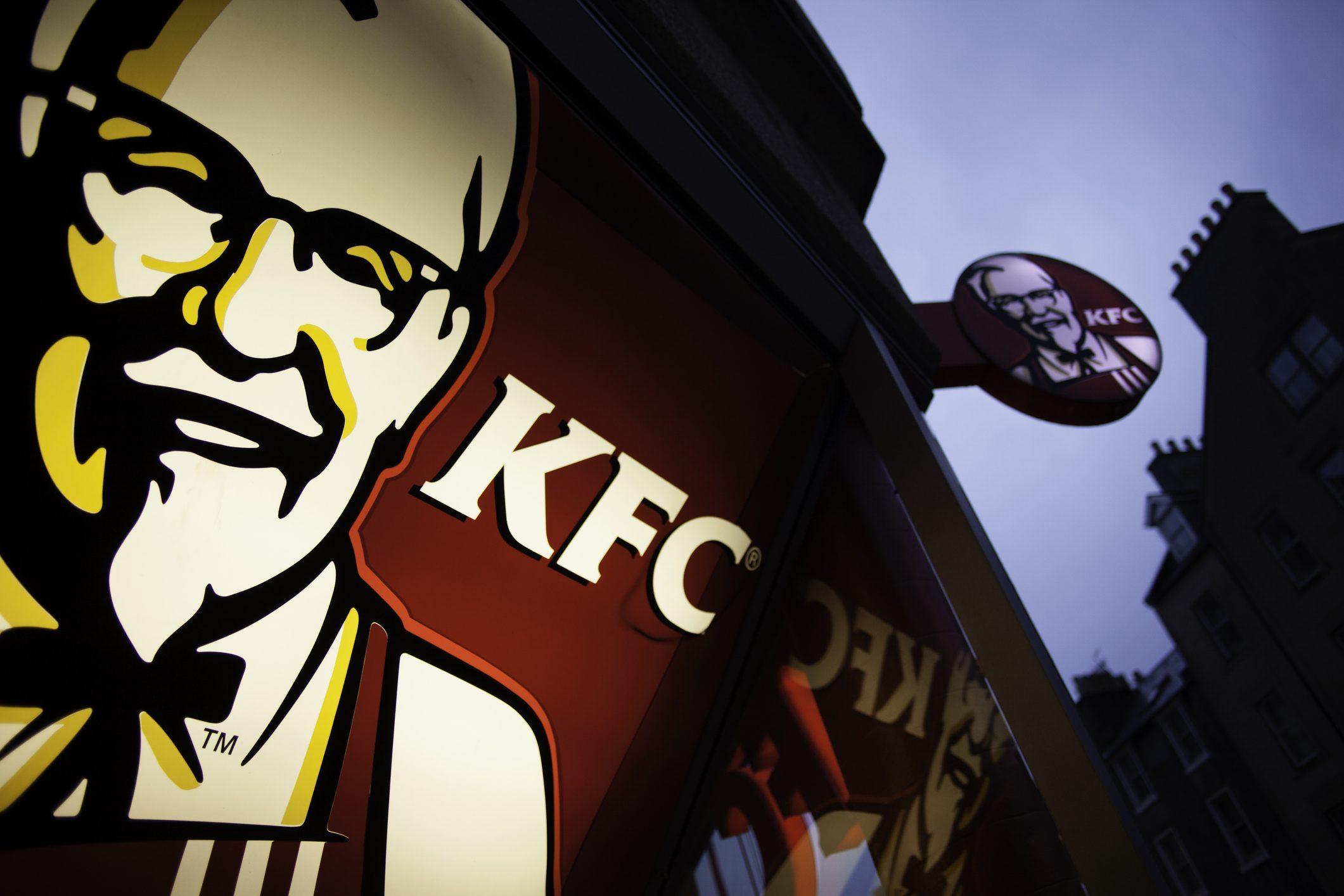 KFC servirà pollo finto: carne stampata in 3D oppure creata in laboratorio