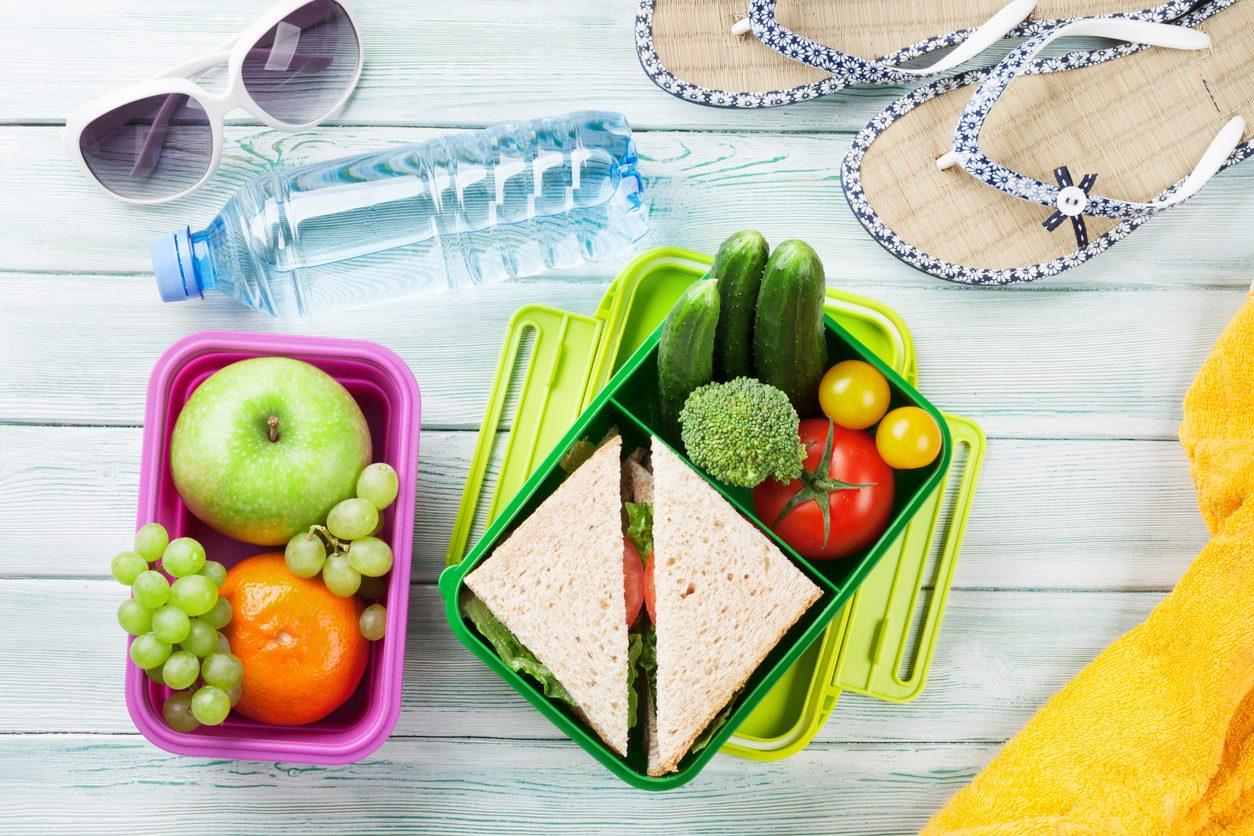 Cosa mangiare sotto l'ombrellone: i piatti da portare con sé in spiaggia