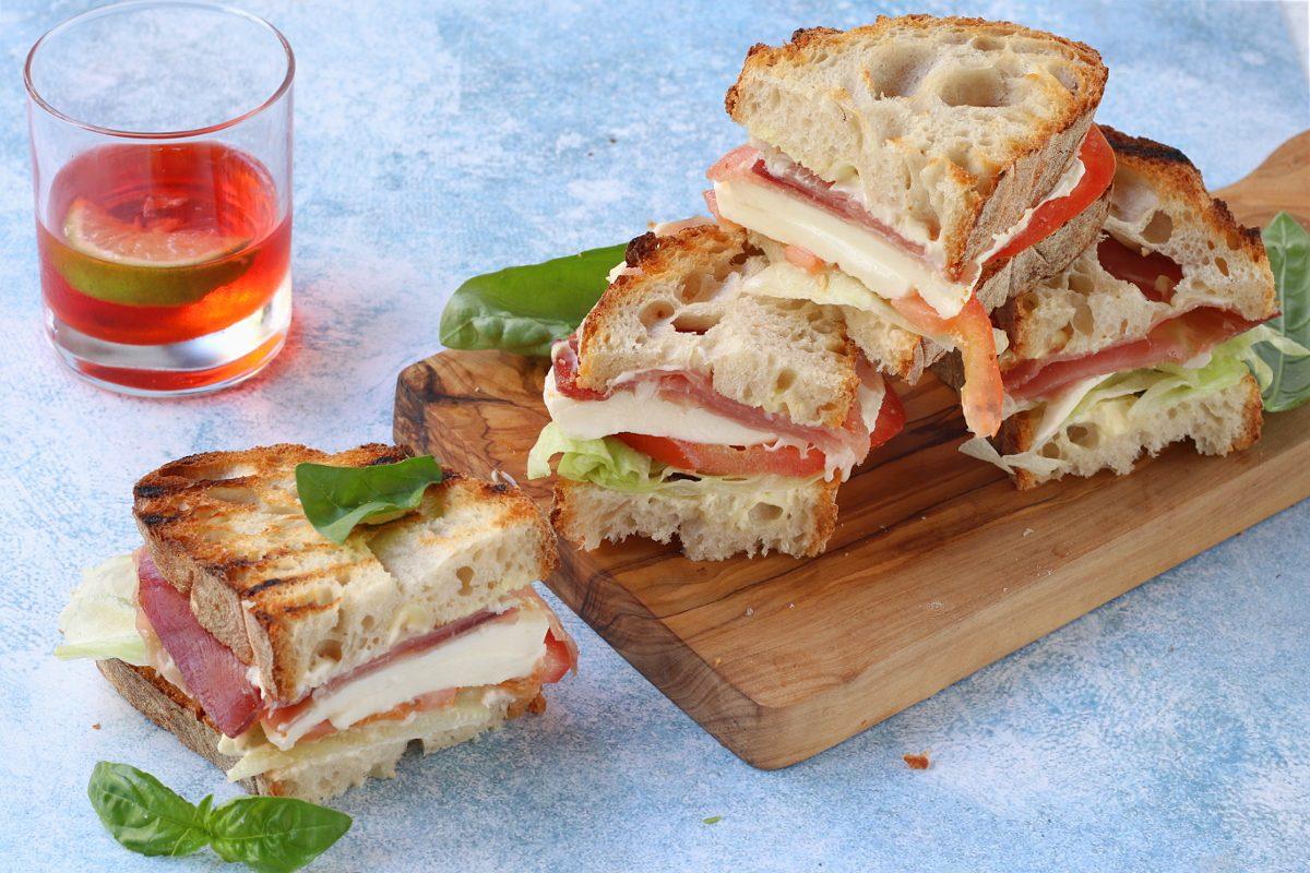 Zingara ischitana: la ricetta dello storico crostone golosamente farcito