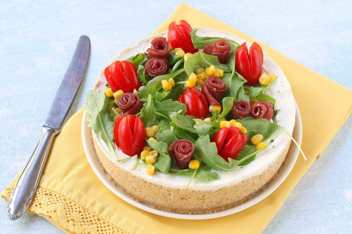 Cheesecake salata con bresaola e rucola: la ricetta della torta salata fresca e cremosa