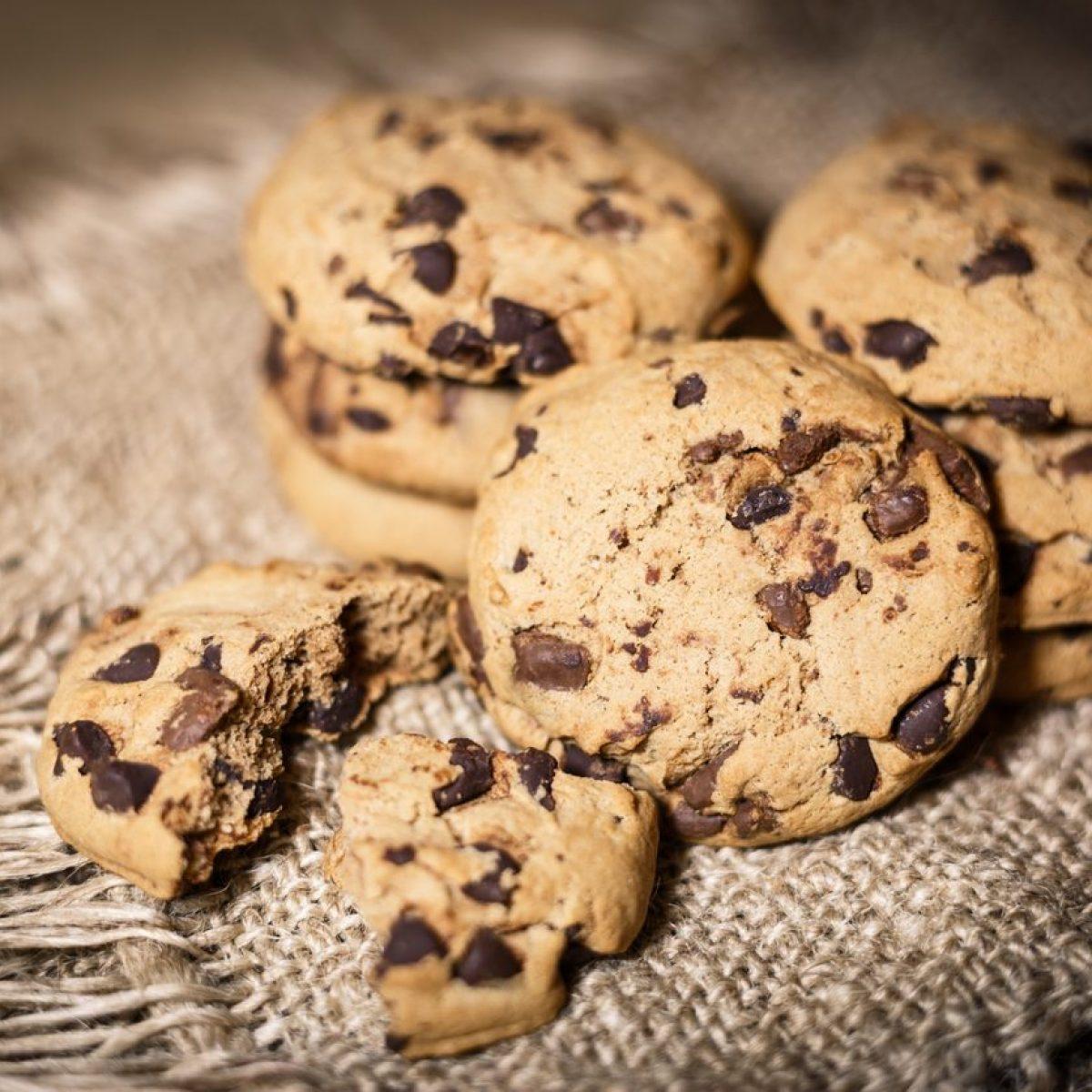 Ricetta Cookies Con Poco Burro.Cookies Vegani La Ricetta Dei Biscotti Senza Burro E Senza Uova Con Gocce Di Cioccolato