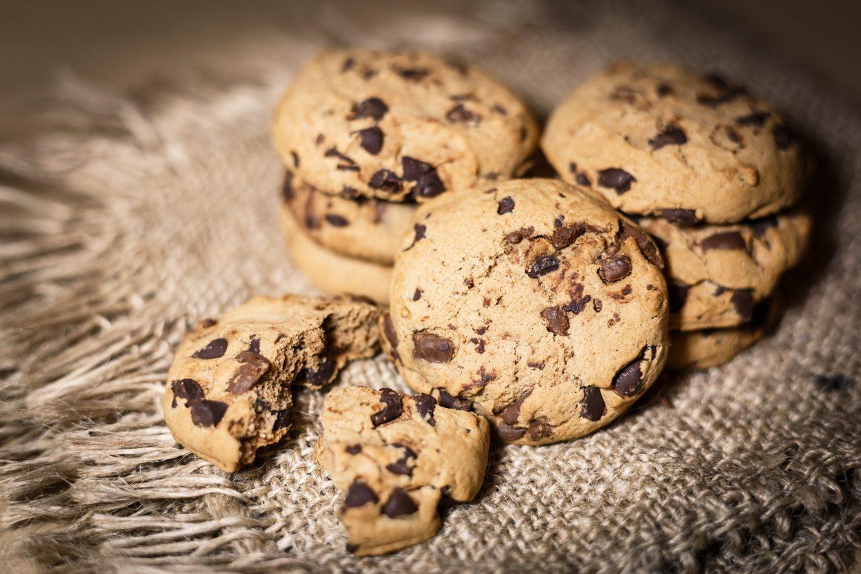 Cookies vegani: la ricetta dei biscotti senza burro e senza uova con gocce di cioccolato