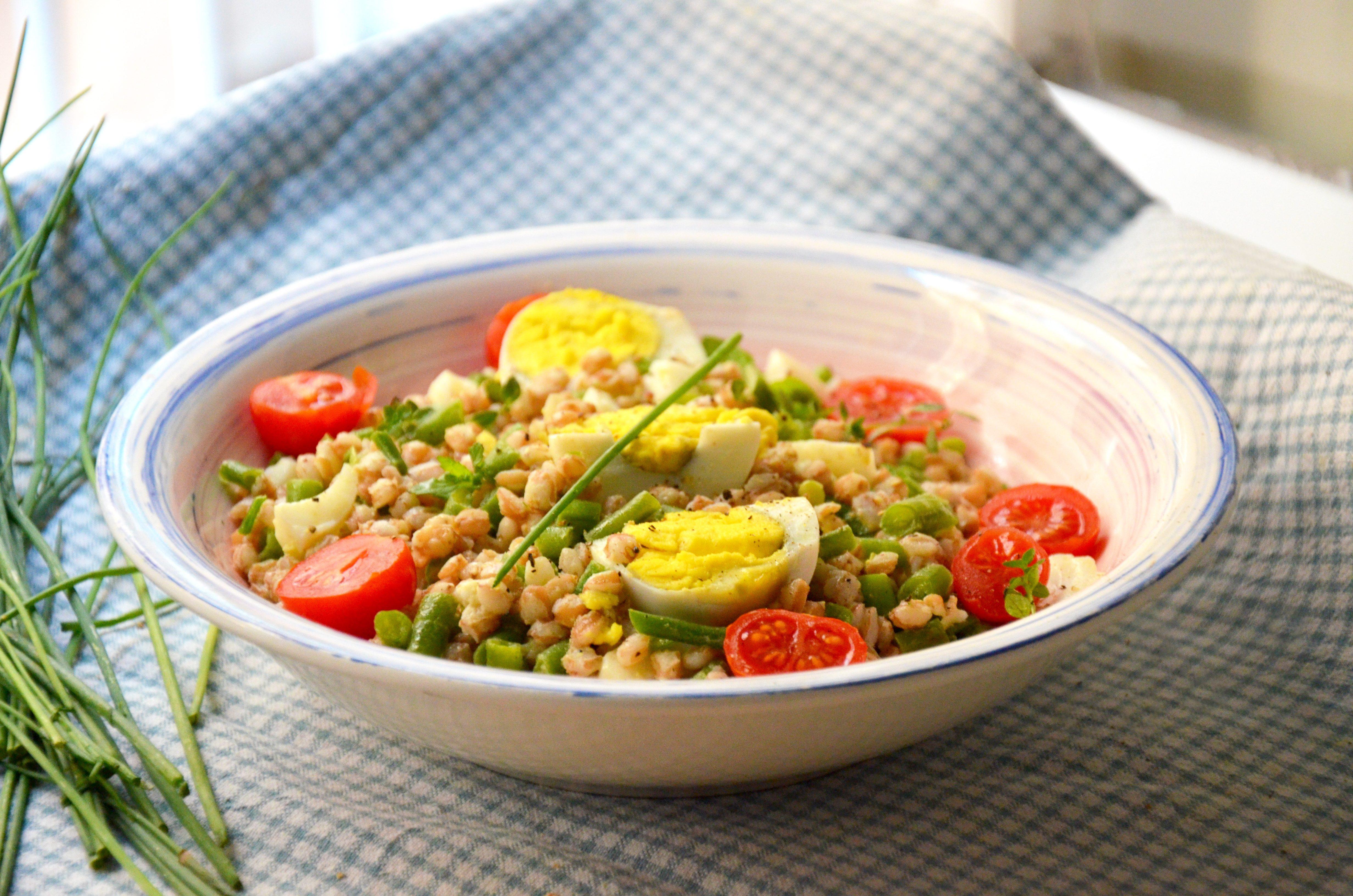 Farro con fagiolini e uova: la ricetta del piatto unico nutriente e gustoso