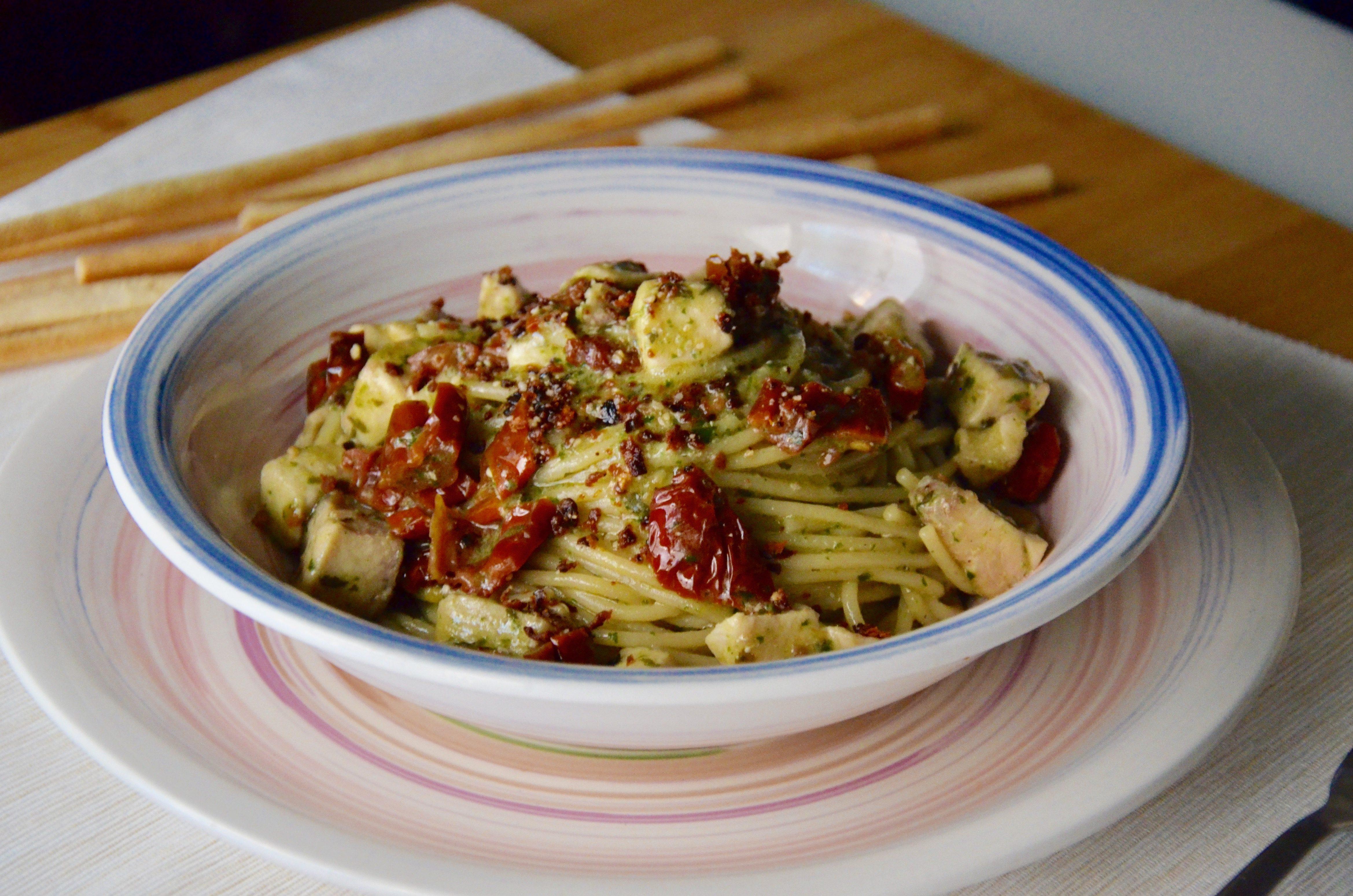 Spaghetti con pesce spada e pomodori secchi: la ricetta del primo goloso e semplicissimo