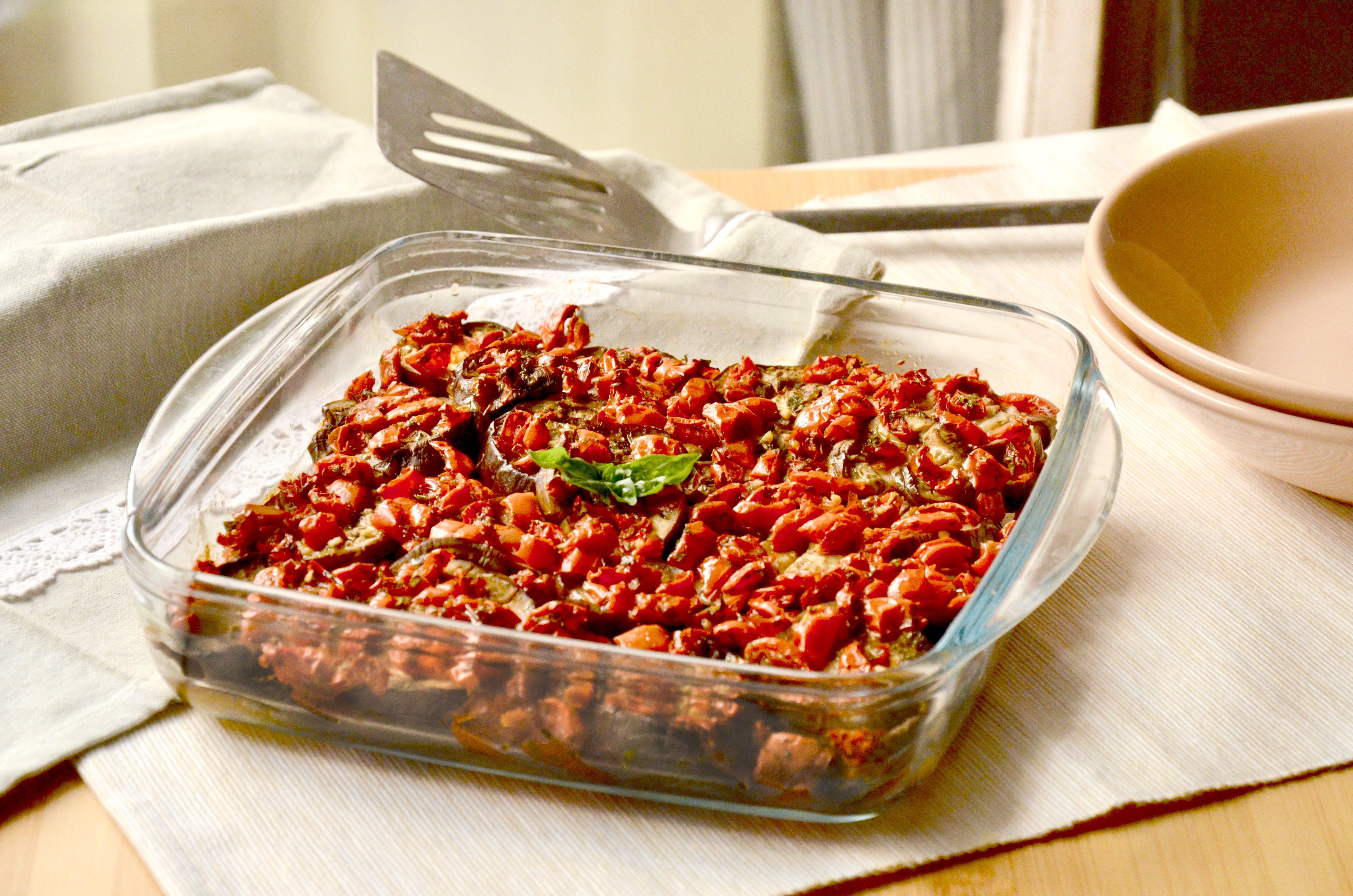 Melanzane al forno con pomodorini: la ricetta dell'irresistibile contorno mediterraneo