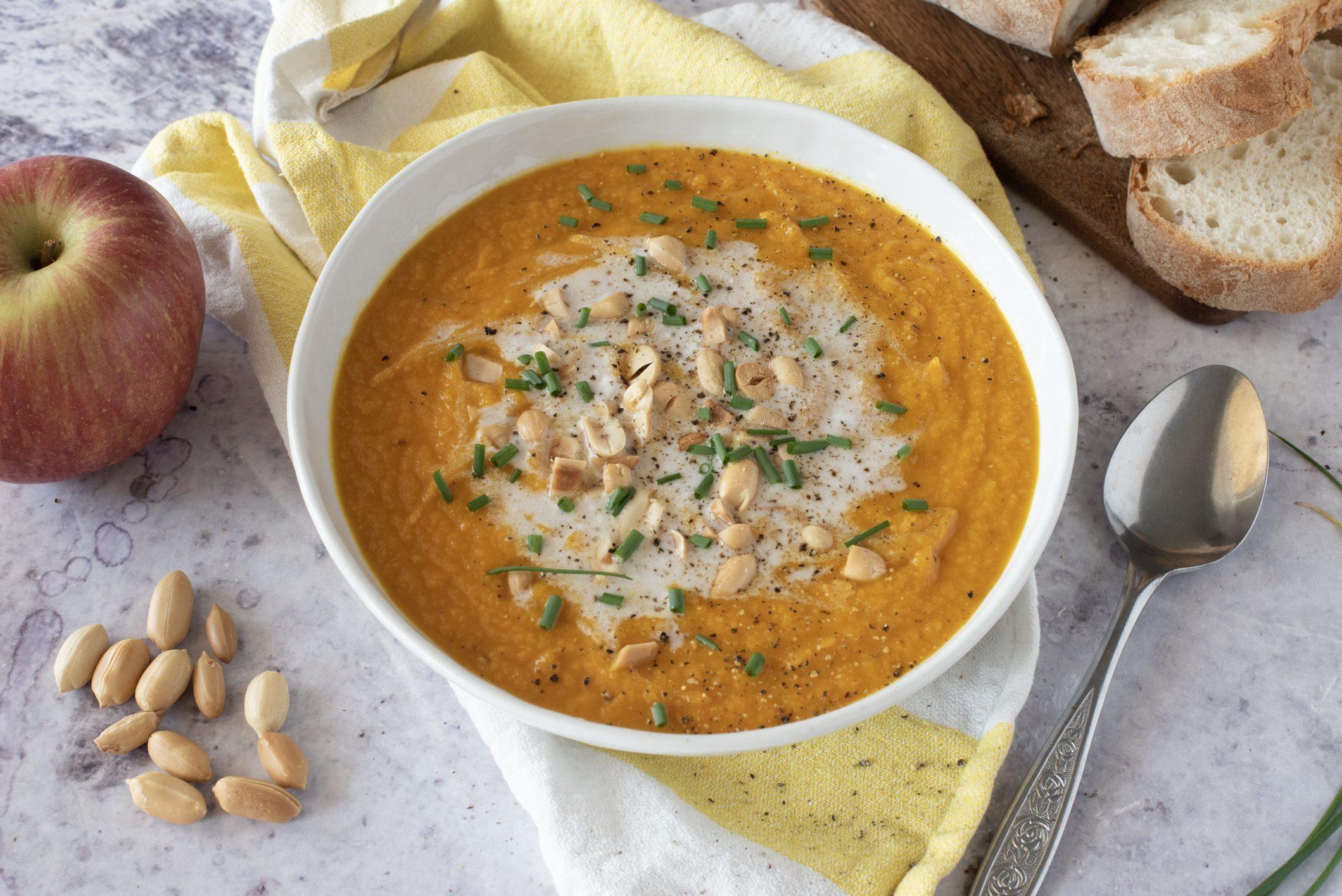 Gazpacho alle carote e latte di cocco: la ricetta dell'antipasto creativo ed esotico