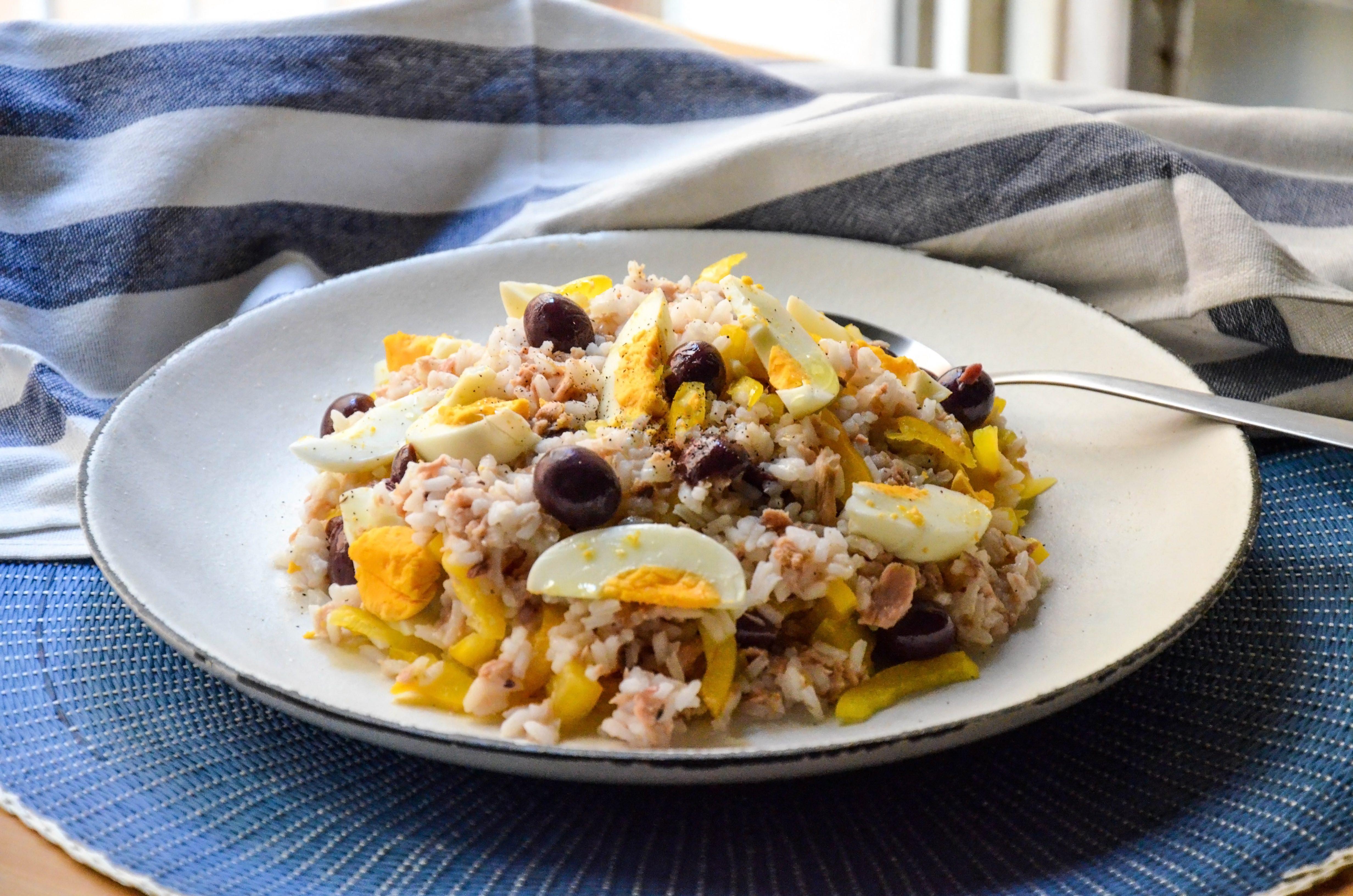 Insalata di riso alla nizzarda: la ricetta del piatto unico veloce e gustoso
