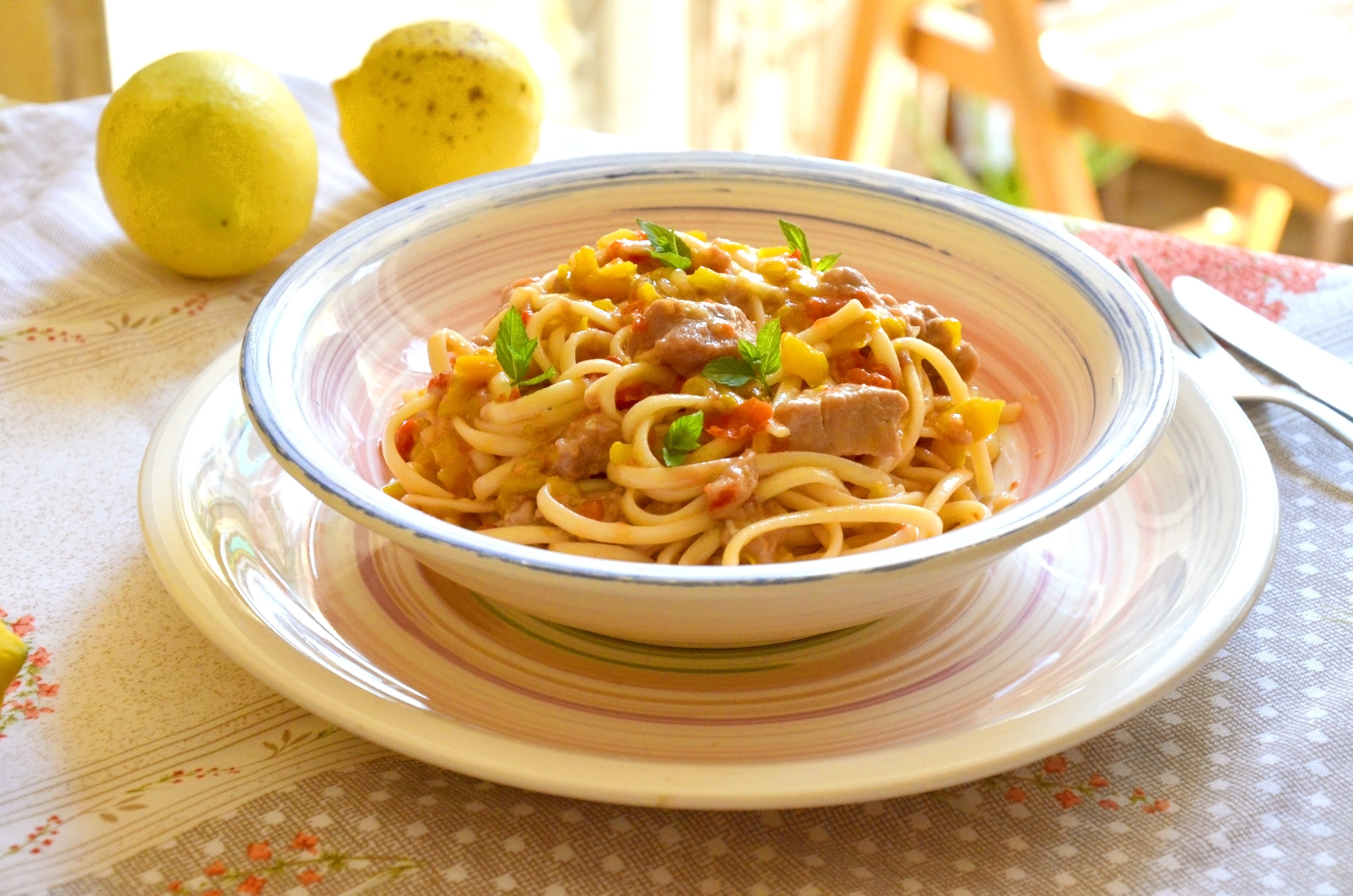 Linguine con tonno marinato e verdure: la ricetta della pasta fredda originale e sfiziosa