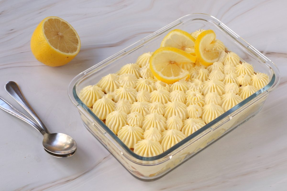 Semifreddo con biscotti al limone: la ricetta del dessert cremoso e senza cottura