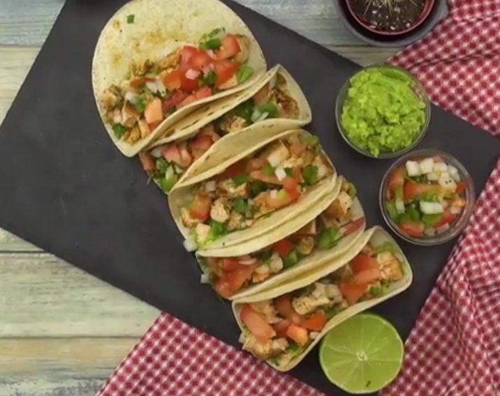 Tacos di pollo: la ricetta delle tortillas messicane con carne di pollo e verdure